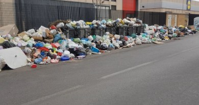 Immondizia a Palermo, anche a due passi da quello che fu il covo di Totò Riina. Un degrado che è sinonimo di mafia. Una scena a cui i palermitani si stanno tristemente abituando
