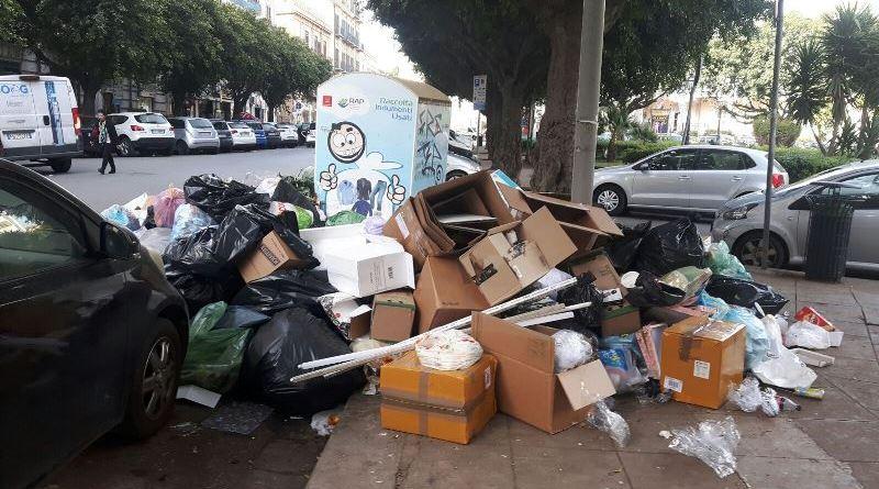 """Palermo, dalla periferia al centro """"viaggio"""" tra l'immondizia"""
