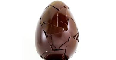 Una lite con il padre nata per uovo di Pasqua finita quasi in tragedia. Un giovane di 22 anni, è stato arrestato a Valguarnera Caropepe, in provincia di Enna