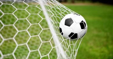 Parma deferito per l'accusa di tentato illecito sportivo ai calciatori Emanuele Calaiò e Fabio Ceravolo. La società rischia la serie A e il Palermo sogna il ripescaggio