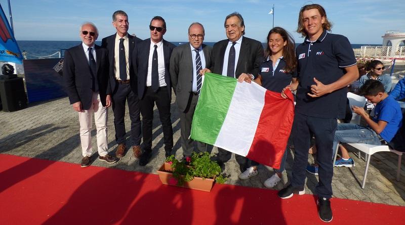Titoli europei a Nicolò Renna, 17 anni di Torbole, e a Giorgia Speciale, 18 anni di Ancona. Sono loro i nuovi campioni europei di tavole a vela della classe Techno 293 Plus