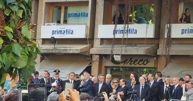 Albero Falcone, tanti giovani. Suona il silenzio (foto e video)
