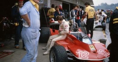 C'è un pilota diventato leggendario nonostante non abbia mai vinto il titolo mondiale: èGilles Joseph Henri Villeneuve, morto in un'incidente durante il Gp del Belgio dell'8 maggio 1982