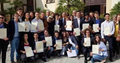 """Palermo, premiati dal sindaco Orlando gli studenti del Galilei vincitori di """"Per un pugno di libri"""""""