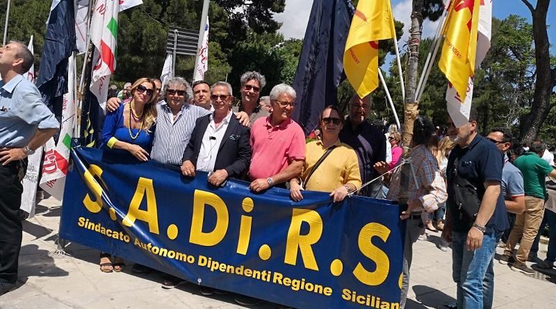 """Dipendenti regionali, manifestazioni dei sindacati Cobas-Codir, Sadirs, Siad, Ugl/Fna e Dirsi per il rinnovo dei contratti. """"Certezze sui tempi"""""""