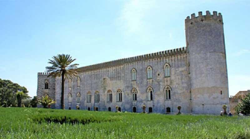 Ragusa, chiuso per allarme zecche il parco del Castello di Donnafugata