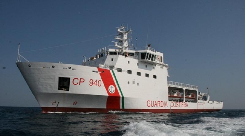 La nave Diciotti della Guardia costiera con 67 migranti a bordo, soccorsi 4 giorni fa dal cargo Vos Thalassa, è entrata nel porto di Trapani