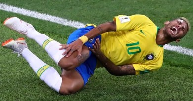bambini scuola calcio imitano caduta Neymar