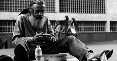 homeless (Photo by Matheus Ferrero on Unsplash)