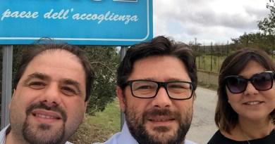 Salvo Altadone e delegazione Partigiani Dem a Riace