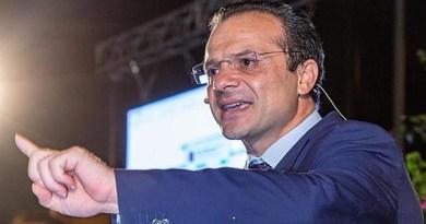 """Fuga migranti da hotspot Messina, sindaco De Luca: """"Occuperò la struttura abusiva"""""""