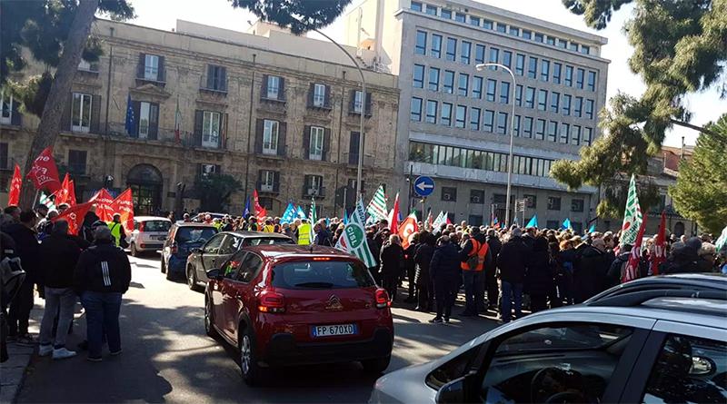 Manifestazione lavoratori ex province a Palazzo d'Orleans