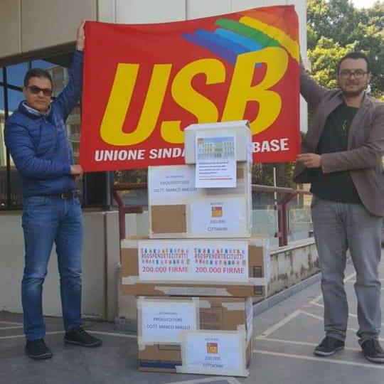 Consegna 200.000 firme Usb al Provveditorato agli studi di Palermo