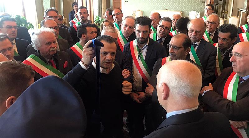 Cateno De Luca consegna la fascia di Sindaco Metropolitano di Messina