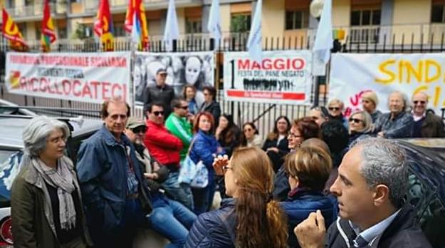 Protesta sportellisti Usb assessorato Lavoro via Trinacria Palermo
