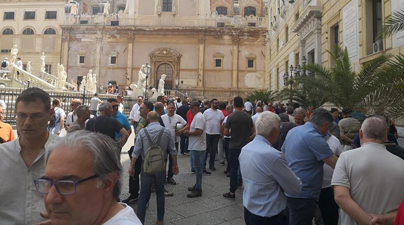 Manifestazione lavoratori Reset Palermo