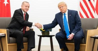 Attacco turco ai curdi: bombe su civili e chiese. Previsti 300mila profughi