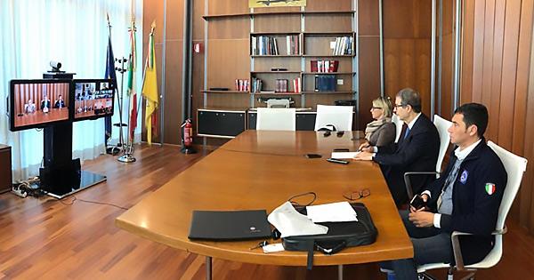 riunione giunta regionale siciliana in videoconferenza