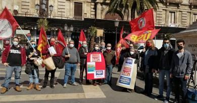 manifestazione usb catania davanti Pfizer