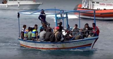 Oltre 1400 migranti sbarcano oggi a Lampedusa da Libia e Tunisia