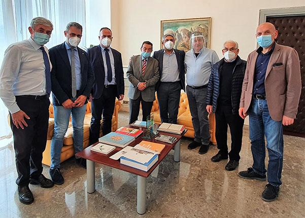 I sindaci madonie con Toni Scilla, assessore Agricoltura Regione Siciliana
