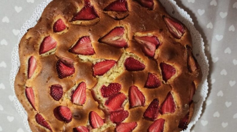 Torta con fragole e mascarpone