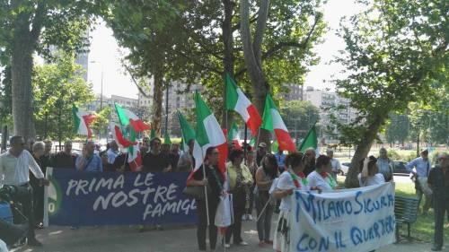 Milano, corteo contro l'accoglienza 6
