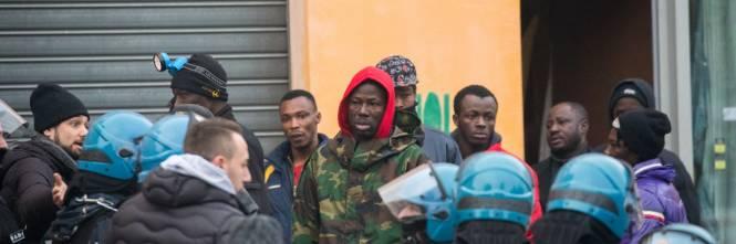 Torino, lo sgombero del villaggio olimpico occupato dai migranti 3