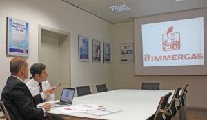 Alfredo Amadei vice presidente Immergas e Ettore Bergamaschi, direttore marketing e comunicazione, insieme al nuovo marchio Immergas.