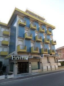 SUL TERRAZZO dell'Hotel Mirabel di Rimini sono stati installati 16 pannelli solari per una superficie complessiva di 40,16 mq.