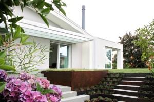 LA RIQUALIFICAZIONE. A Treviso un'abitazione risalente al 1983 ha subito un remake futuristico: ora è una casa modello, simbolo delle potenzialità offerte dall'integrazione di sistemi intelligenti.