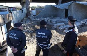 campo-rom-scampia polizia