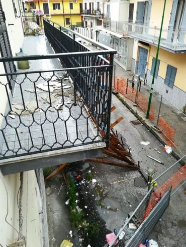 palazzo pericolante di via Caputo (