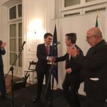 L'Ambasciatore Stefano Sannino, il premiato Giulio Manunta, Direttore Revenue Management Iberia Express, presentato da Giovanni Simone ed il Presidente del Com.It.Es