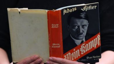 """Photo of Sallusti pubblica il """"Mein Kampf"""" di Hitler e si infiamma la polemica"""