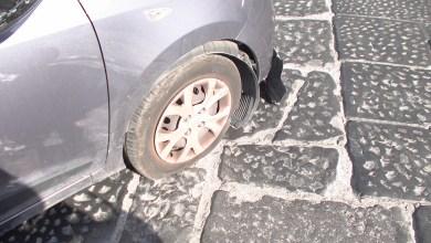 Photo of Assurdo a Ischia, pilomat solleva auto da terra