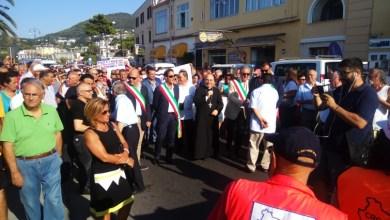 Photo of «Se De Luca fa orecchie da mercante, scenderemo di nuovo in piazza»
