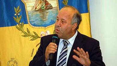 """Photo of """"Cittadini onorari insieme a Casari, abbiamo distrutto questa onorificenza"""""""