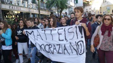 Photo of Esplode la protesta degli studenti del Mattei, corteo a Casamicciola