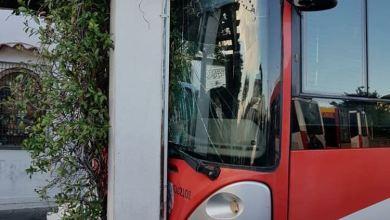 Photo of Ischia, autobus finisce contro la pensilina di piazzale Trieste e Trento