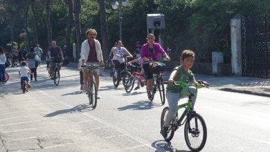 """Photo of In tanti in strada per """"PasseggiAmo per Ischia"""", una domenica mattina senz'auto"""