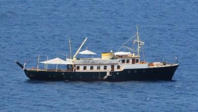 Photo of Charlotte Casiraghi e famiglia a Ischia a bordo del Pacha III