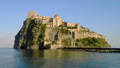 Photo of Bancarotta ed evasione fiscale, tre arresti: sequestrato il Castello Aragonese