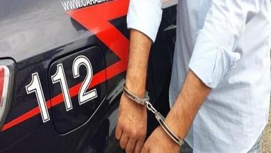 Photo of Ruba la macchina, il proprietario la rivuole e viene aggredito: il ladro in manette