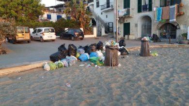 Photo of Mandra, niente differenziata: i rifiuti si lasciano in spiaggia