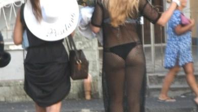 """Photo of La deriva """"cafonal"""", guardate come si passeggia nel centro di Ischia"""