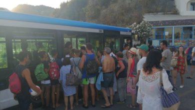 Photo of Inferno Maronti, bus latitanti e parcheggio selvaggio creano il caos