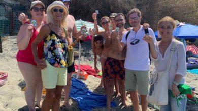 """Photo of """"Ma la spiaggia non vale una cicca"""", l'iniziativa dei Verdi fa tappa a Cava"""