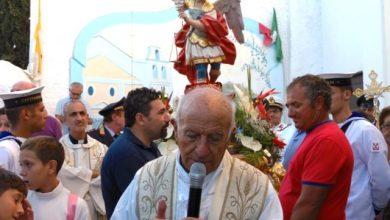 """Photo of Oggi e domani il borgo di sant' angelo in festa con fuochi e campane sciolte  Questa mattina risveglio con la """"diana"""" per salutare san michele arcangelo"""