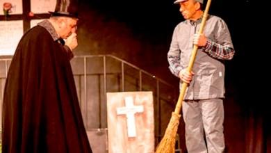 """Photo of 2 novembre: nel cimitero dibattito fra due """"ombre"""""""